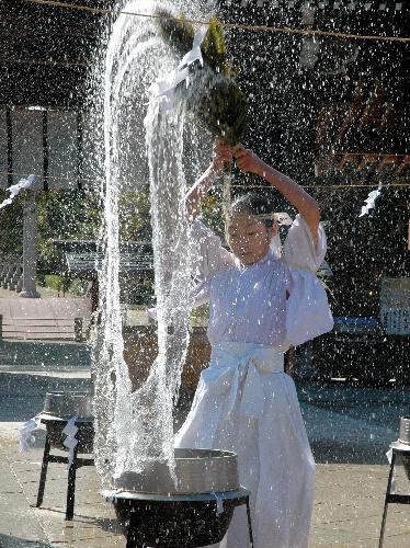 淡路・伊弉諾神宮で湯立神楽祭