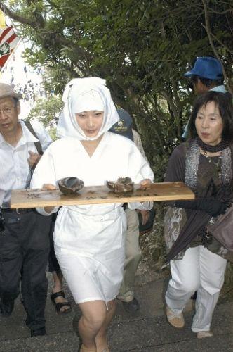 鳥羽・菅島「しろんご祭り」: 緋袴白書:備忘録